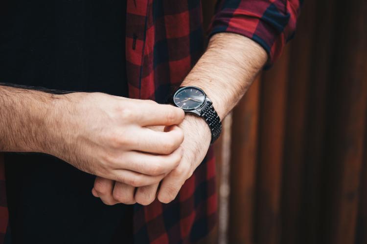 Comment porter une montre avec une tête de mort - 2