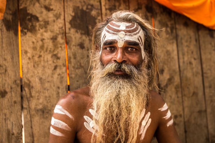 Les Aghoris, la secte cannibale indienne qui boit dans des crânes humains - 2