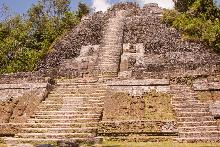 Pourquoi les Mayas avaient des crânes plats - 1