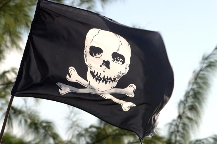 Signification du drapeau avec des têtes de morts et des tibias croisés - 2