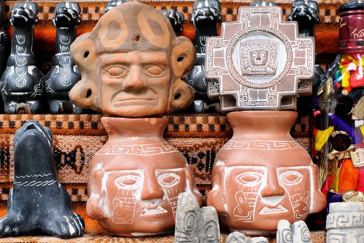 Une fête religieuse bolivienne vénère les têtes de mort - 1