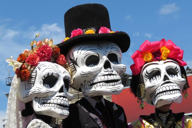 Une fête religieuse bolivienne vénère les têtes de mort - 2